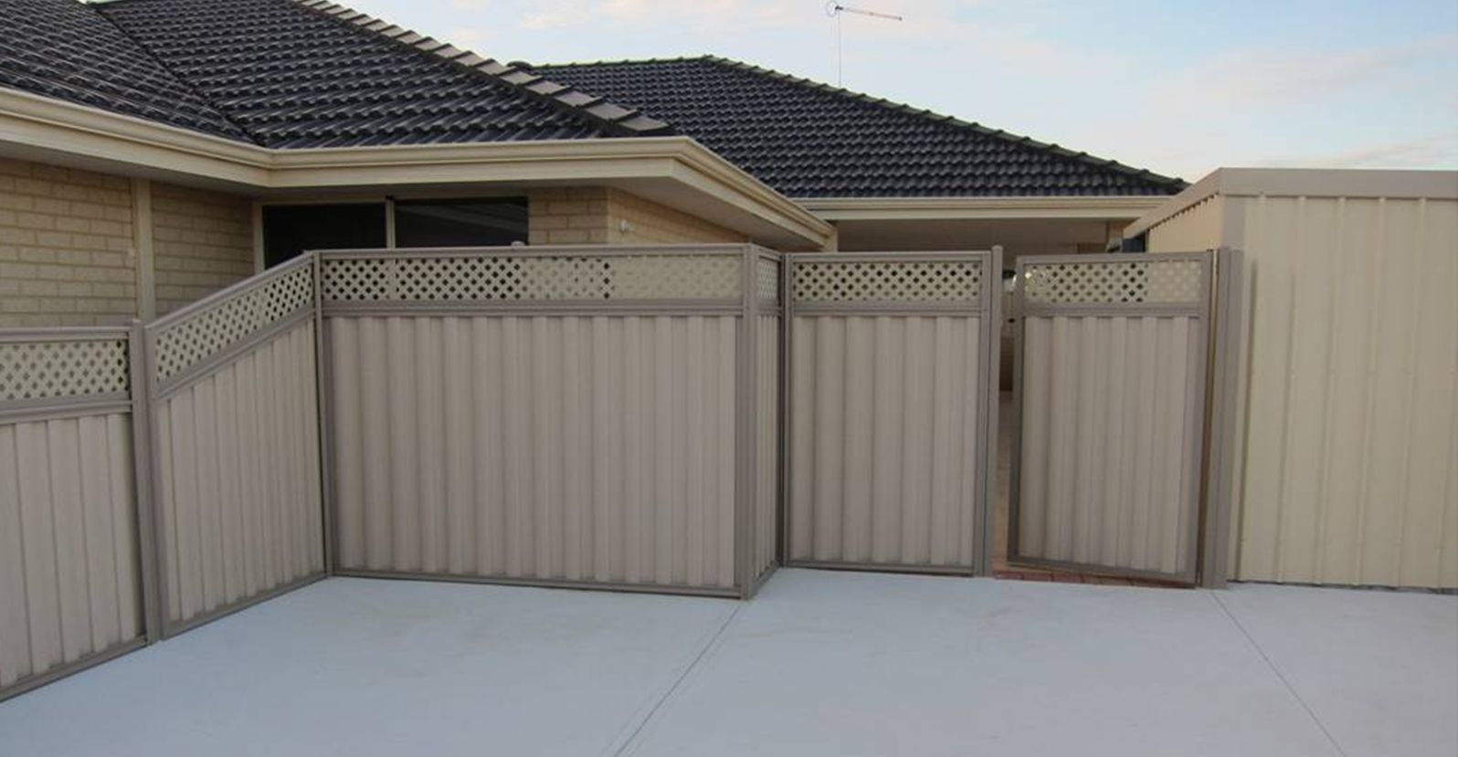Fencing gallery perth fencing specialists for Colorbond home designs